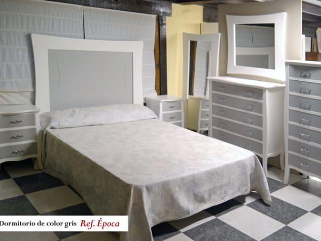 Dormitorio gris Ref. Época · Muebles Peñalver